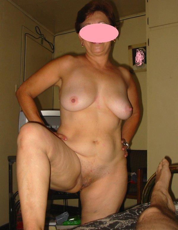 femme mature aime le sexe et le fait découvrir a des jeunes mecs.