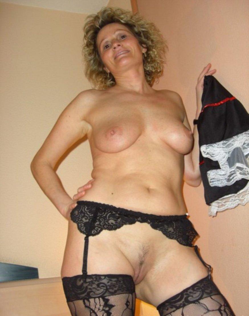 femme coquine en bas noir